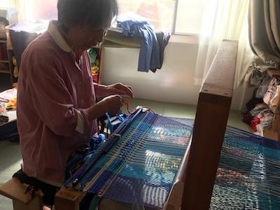 【織り織りのうた】大震災大津波がきっかけになった 手織りのぬくもりマットも勿論ご紹介と即日販売。