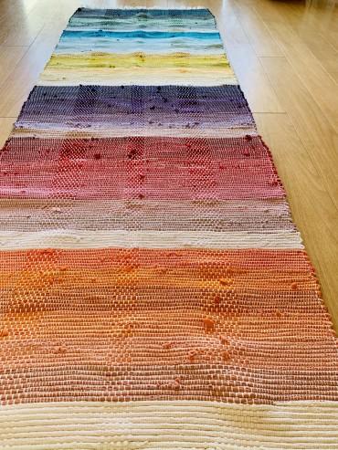 手織りのヨーガマットをご紹介しています
