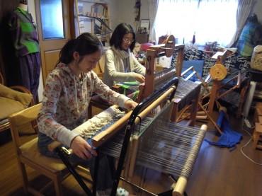 ヨーガの会員さまが織りをリレーしました。